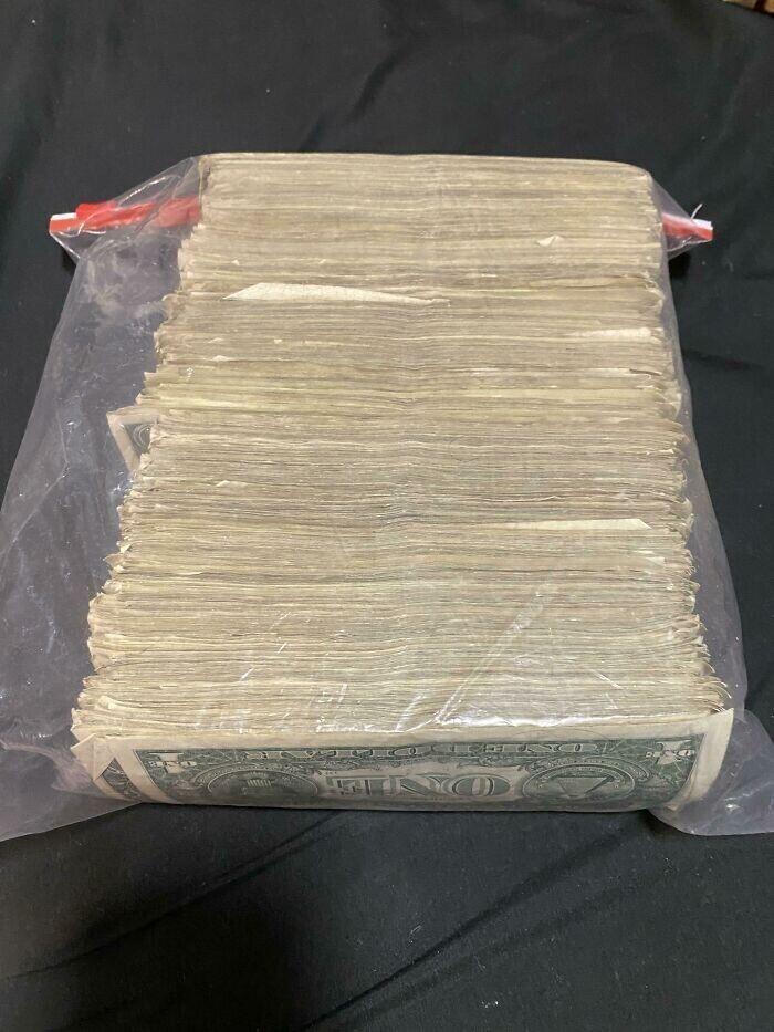 """""""Эти однодолларовые банкноты я получал на протяжении двух лет в качестве чаевых. Все откладывал"""""""