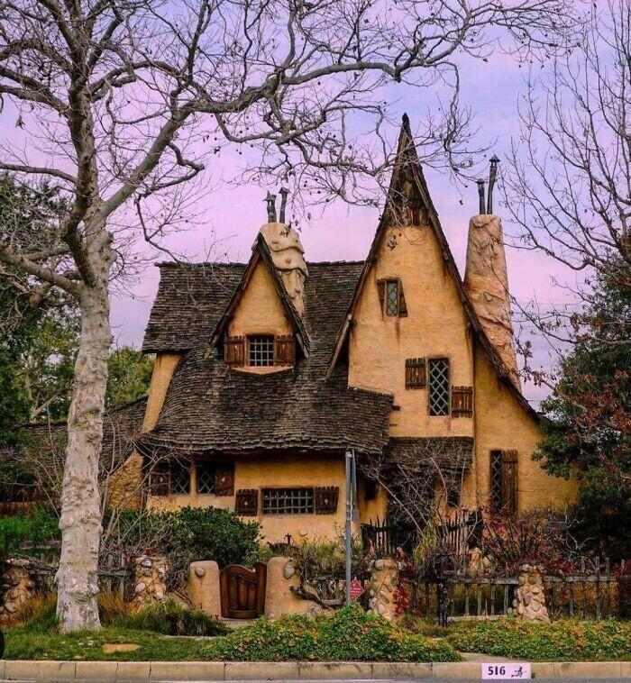 """""""Недалеко от меня есть дом, который словно пришел из волшебной сказки"""""""