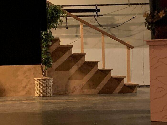 """""""Тень на лестнице похожа на дополнительную лестницу"""""""
