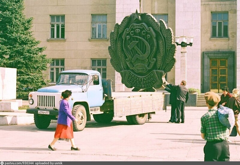 Демонтаж герба РСФСР с Дома Советов