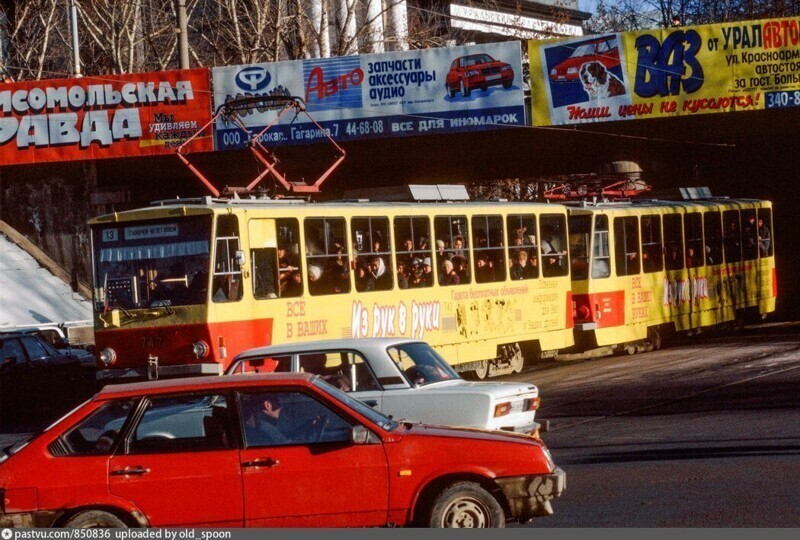 Трамвай 13 маршрута на проспекте Ленина