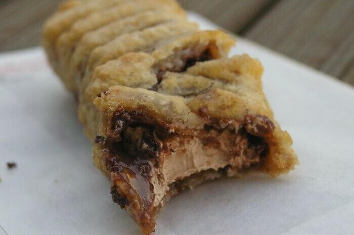 15. В Шотландии едят жареные в кляре батончики Mars