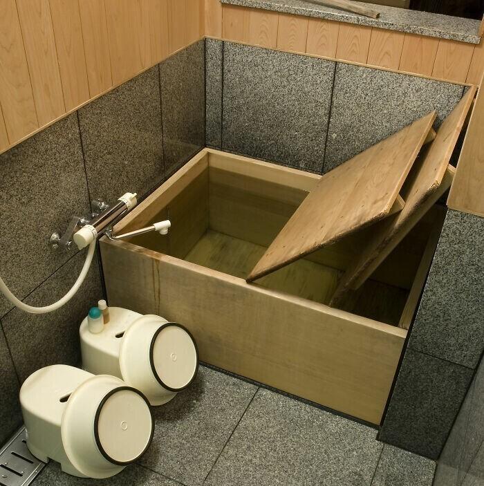 4. В Японии используются ванны из дерева