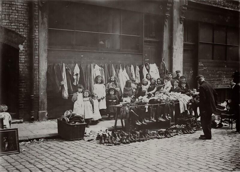 Распродажа ношеных вещей