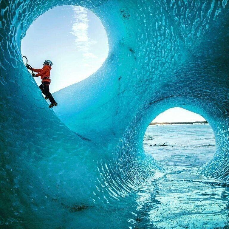 Ледяные пещеры в Исландии