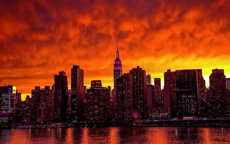 Красный закат на Манхэттене