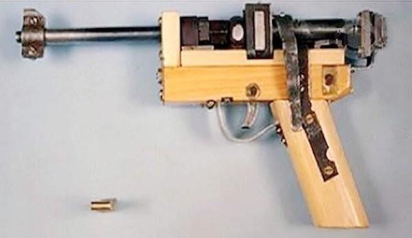 Этот пистолет заключенные сделали из металлолома, найденного в тюрьме