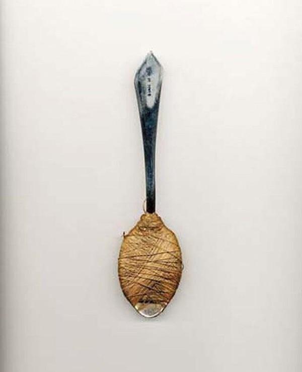 Заточка, сделанная из ложки и ниток
