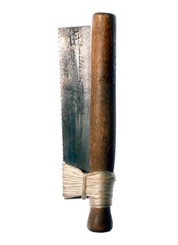 Пила из листа металла, бечевки и деревянного шканта