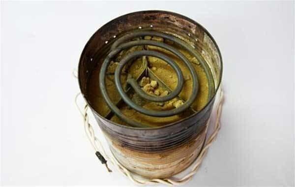 Кипятильник, сделанный из старой банки из-под кофе. С его помощью варили тюремный самогон