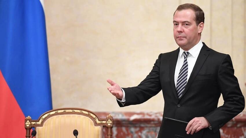 Дмитрий Медведев - 162 см