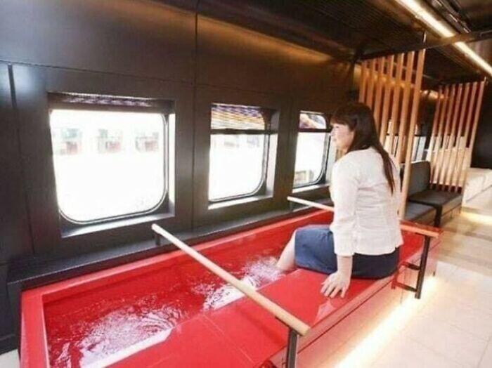 В Японии много горячих ванночек для ног - иногда они встречаются прямо на улицах, и часто бесплатны
