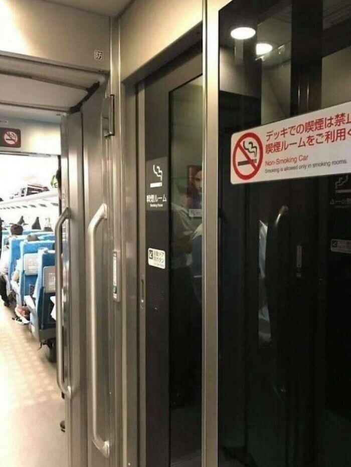 В некоторых японских поездах есть целых вагоны для курящих