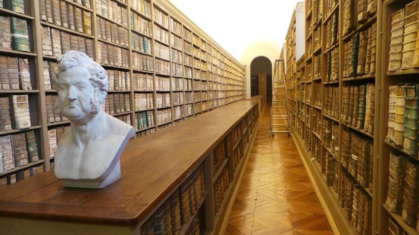 Здесь куча всякой-всячины, включая архивы радио, музыки и прочее