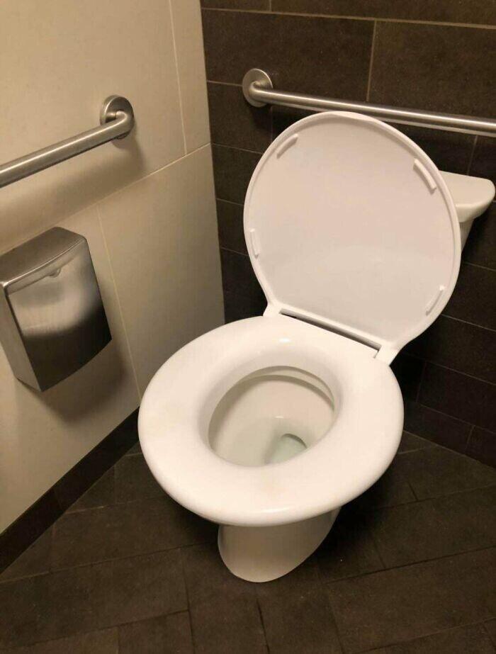 """""""Я долго искал самое большое сиденье для своего унитаза - и все-таки я его нашел!"""""""