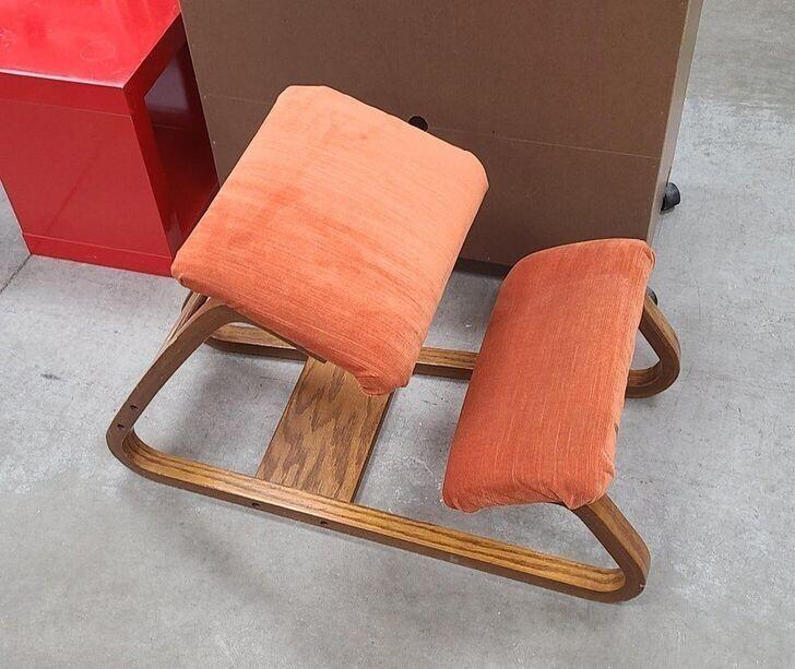 """""""Что за странный предмет мебели? Размером с табуреточку для ног"""""""