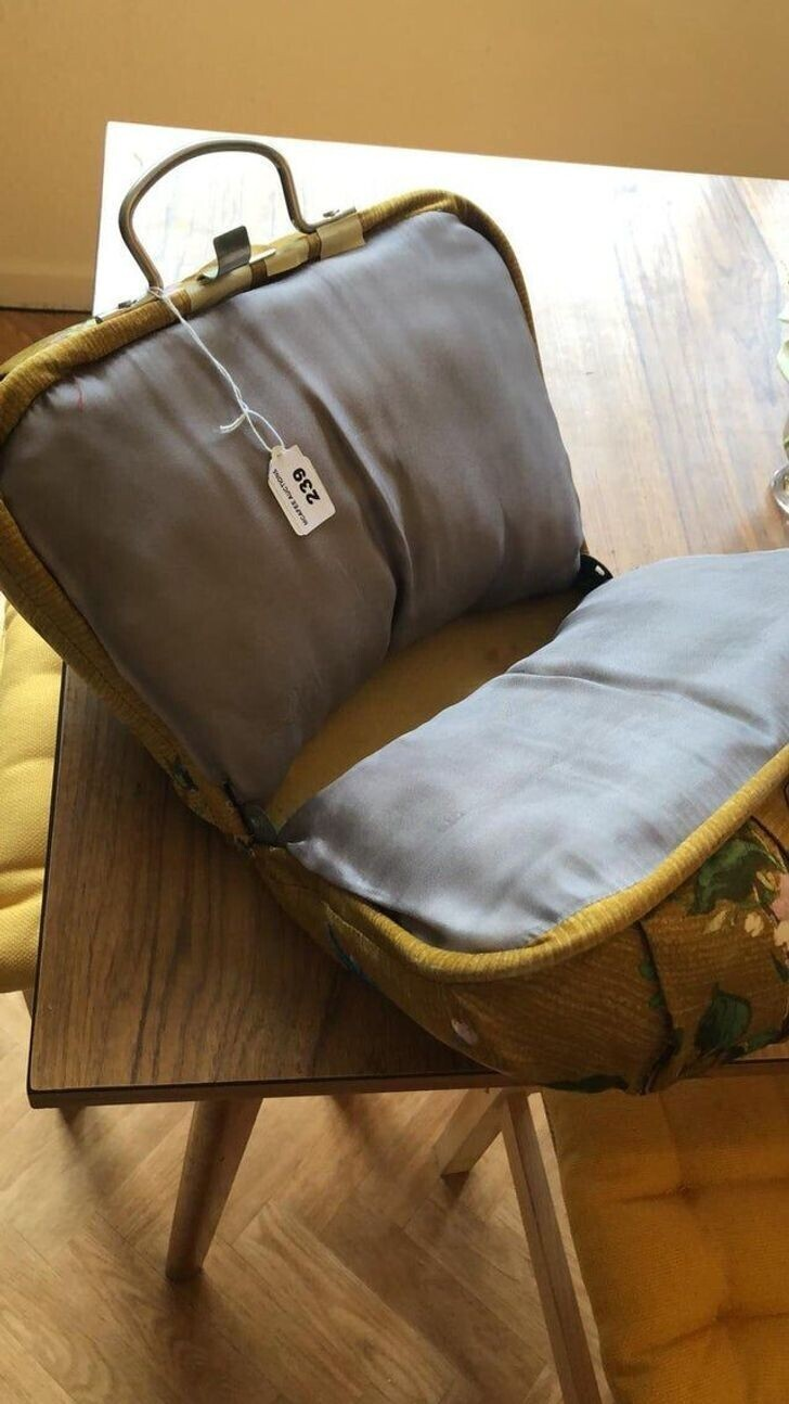 """""""На аукционе это продавалось как сумка для шитья. Но она оказалась полностью мягкой внутри, и я не понимаю, что это на самом деле"""""""