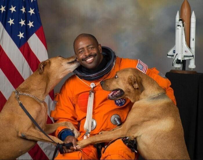 Астронавт НАСА Леланд Девон Мелвин и его официальное рабочее фото