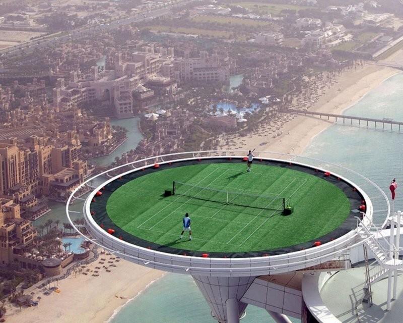 Теннисный корт на крыше небоскрёба Бурдж-аль-Араб