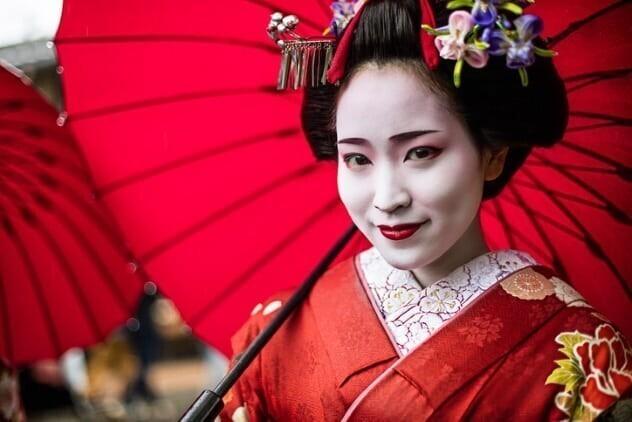 Белолицые гейши -  несовершеннолетние