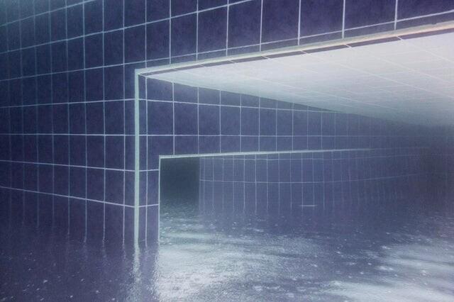 3. Ничего необычного, просто фото бассейна под водой во время дождя. P.S. Фотография перевернута вверх ногами