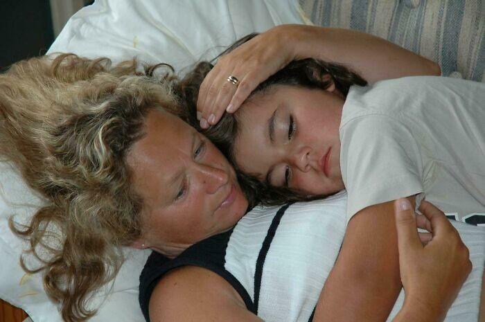 """23. """"Мы с мамой, где-то через полтора года после того, как меня удочерили"""""""