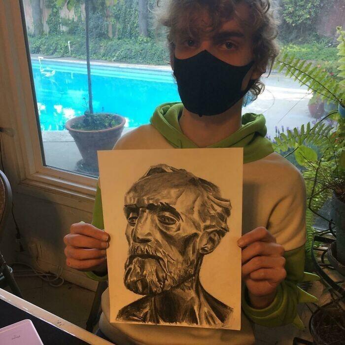 """17. """"Это один из учеников моего отца. Рисунок углем. Ему 16 лет!"""""""