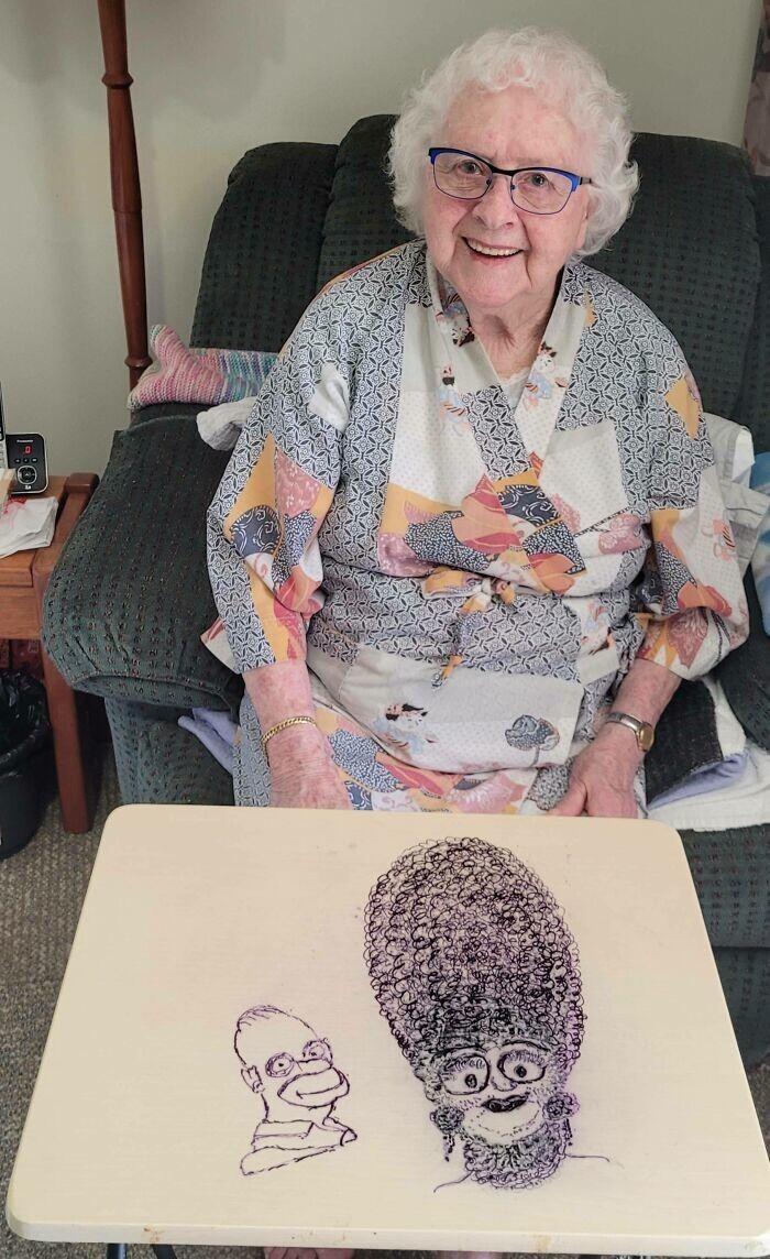 """8. """"Моя 96-летняя бабуля начала смотреть Симпсонов. Вот, что она нарисовала"""""""