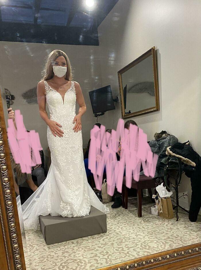 """15. """"Спустя неделю после помолвки я узнала, что у меня рак (неходжкинская лимфома 4 стадии). Месяц назад я впервые смогла примерить платье к свадьбе, хотя раньше не знала, доживу ли до этого дня"""""""