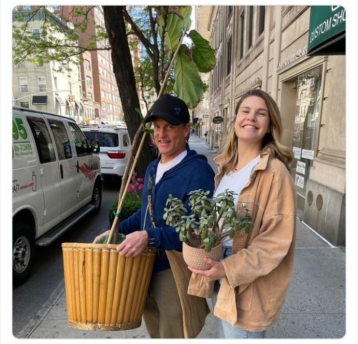 """18. """"Сегодня Вуди Харрельсон помог нам выехать из квартиры. Люблю тебя, Нью-Йорк"""""""