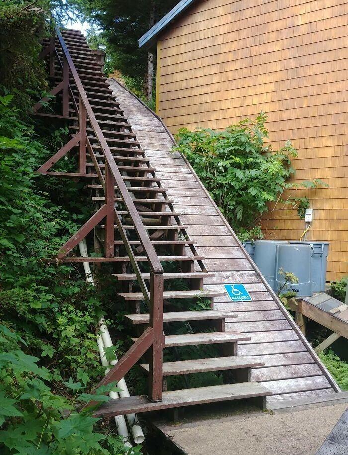 4. Кому скучная лестница, а кому аттракцион