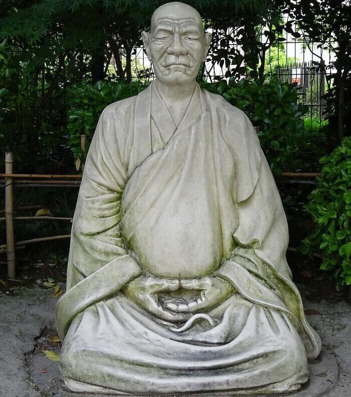25. В Китае запрещено несанкционированное перевоплощение буддийских монахов