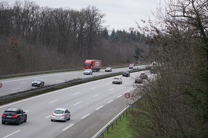 7. В Германии запрещено останавливаться на автобане без серьезной причины