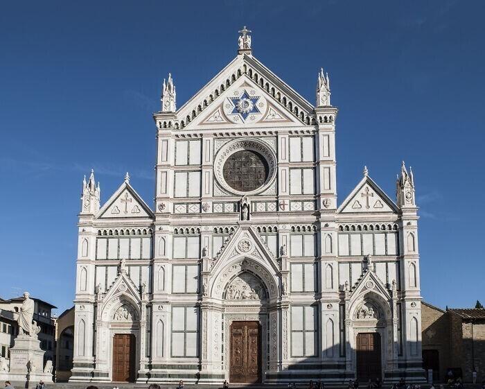 19. Во Флоренции запрещено есть и пить возле церквей и общественных зданий