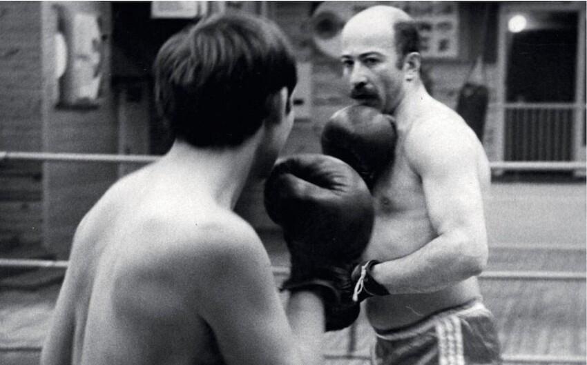 Александр Розенбаум - кандидат в мастера спорта по боксу