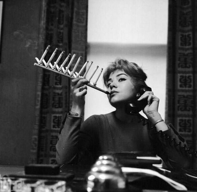 Держатель для сигарет, 1955