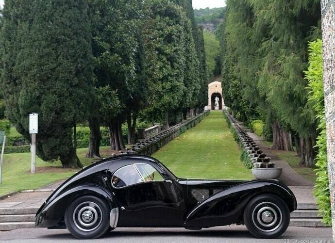 Автомобиль Bugatti Type 57SC Atlantic - один из самых дорогих в истории