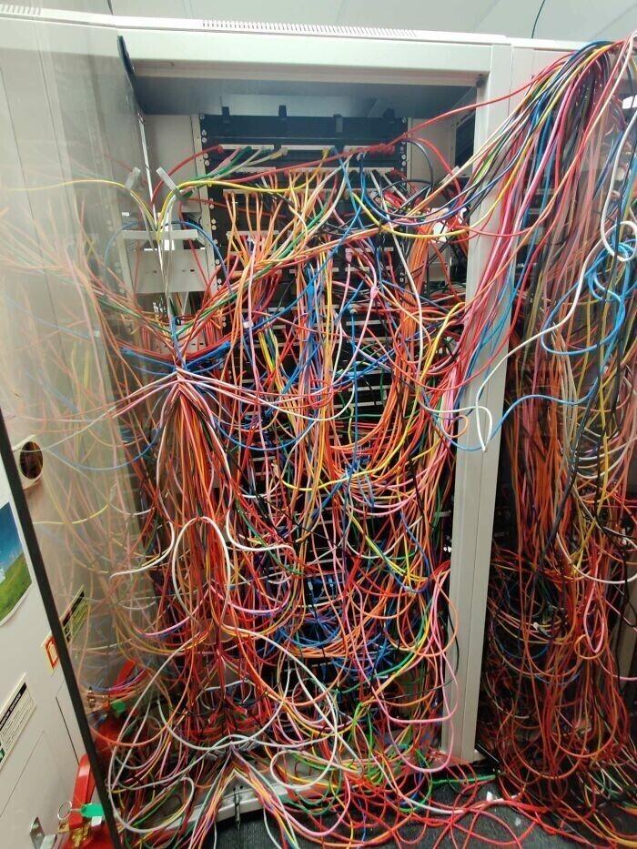 5. Это самый ужасный макаронный монстр из кабелей? Или бывает и хуже?