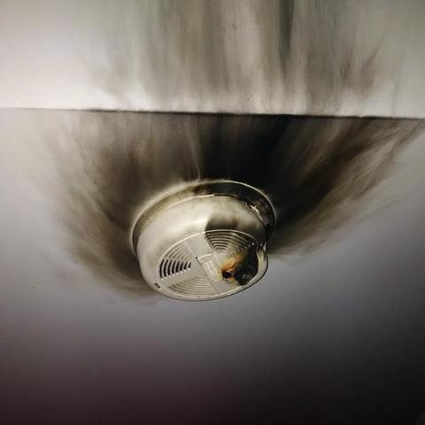 Разве эта штука не должна предупреждать о пожаре?