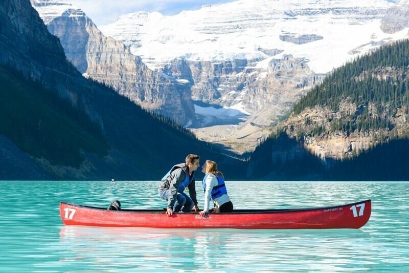 Красивейшее предложение во время прогулки по озеру Луиза, Канада