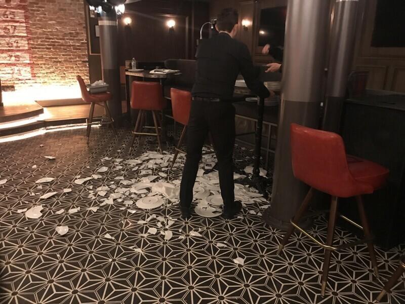 """""""Коллега случайно разбил 40 тарелок"""""""