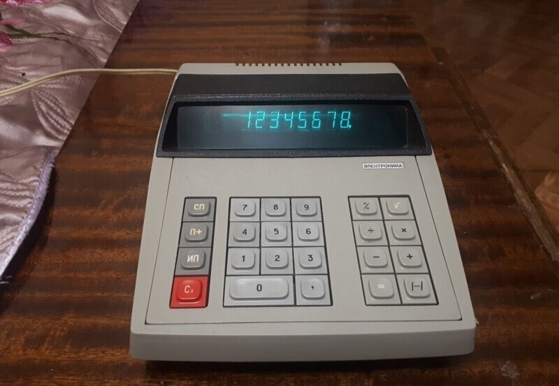 4. Калькулятор СССР электроника 73А, 1980 год