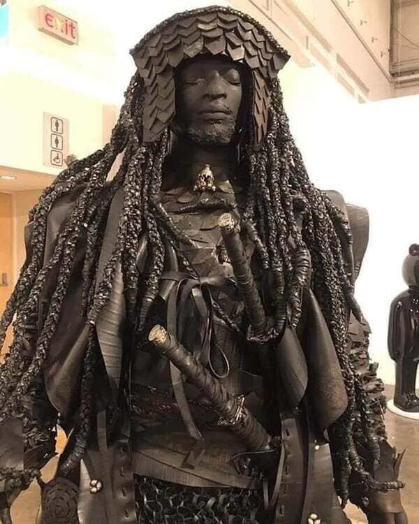 4. Статуя Ясукэ, раба из Африки, который прибыл в Японию в 1579 году и стал первым чернокожим самураем