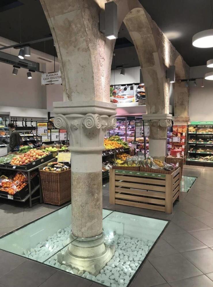 38. Римские колонны в супермаркете в Хорватии