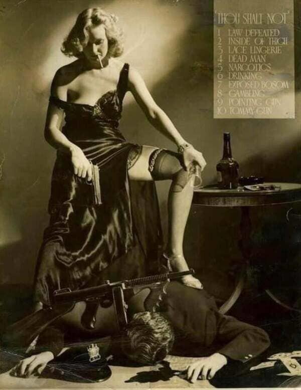6. В знак протеста против цензуры в 1934 году фотограф А.Л. Шафер сделал фотографию, которая стала впоследствии культовой: в ней он нарушил все возможные правила и запреты