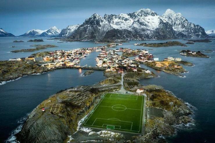 24. Уникальное футбольное поле в Норвегии