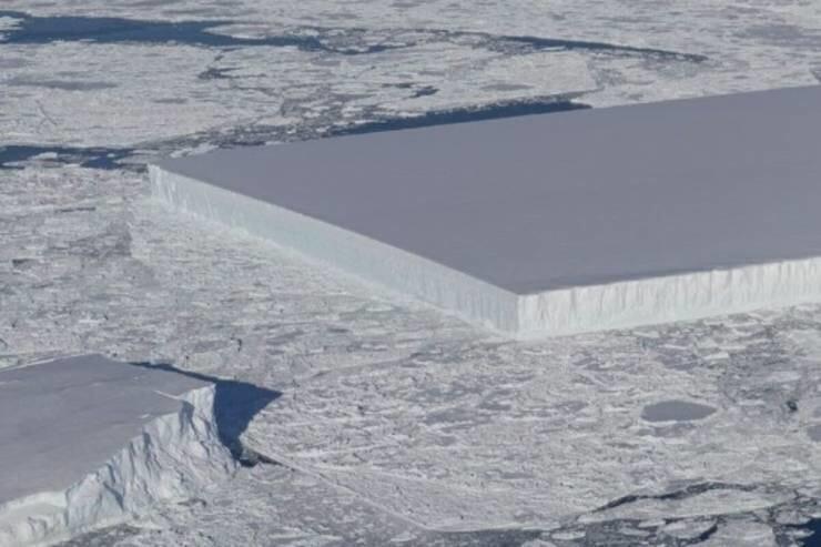 27. Странный прямоугольный айсберг в Антарктиде