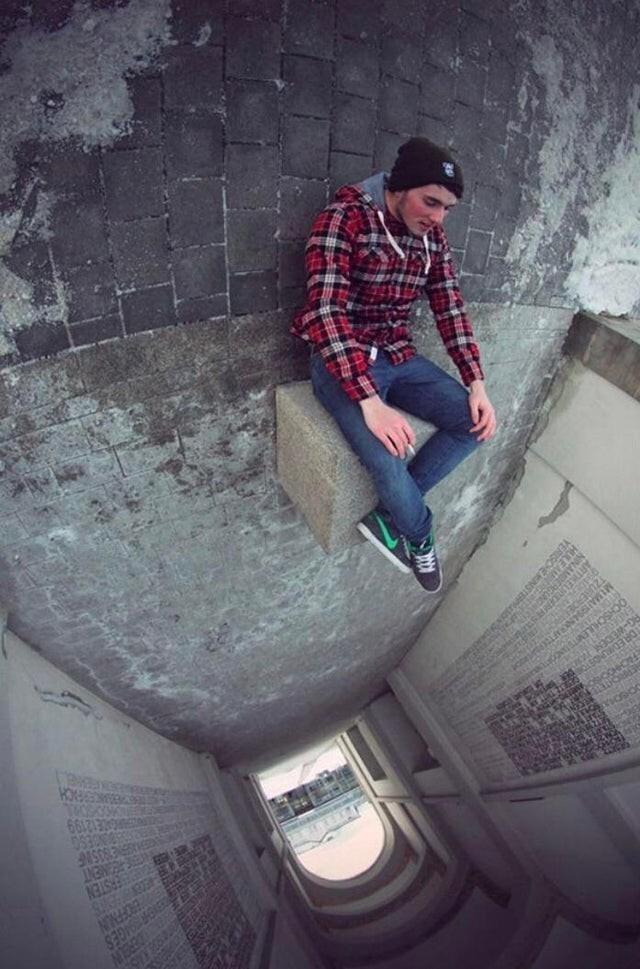 Когда вы хотите крутую фотку, но боитесь высоты