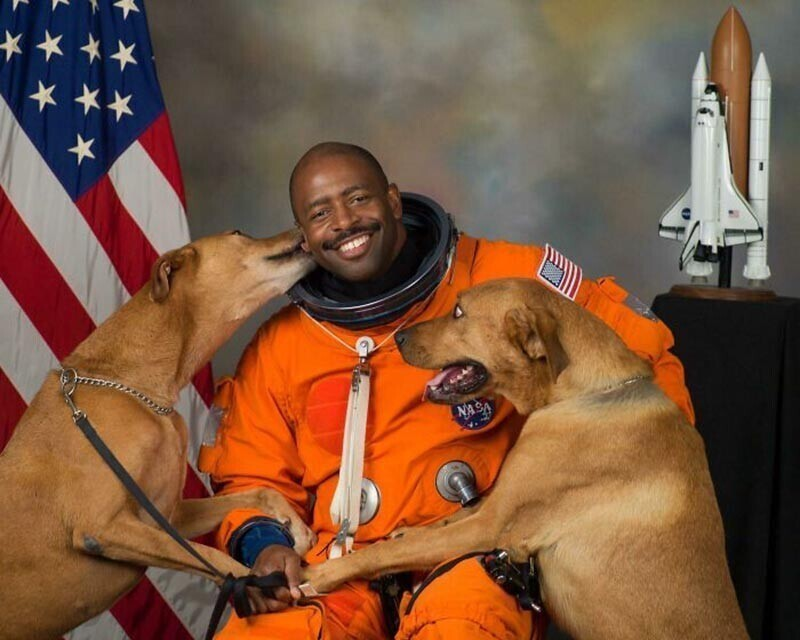 Астронавт NASA в отставке, официальный портрет Леланда Мелвина
