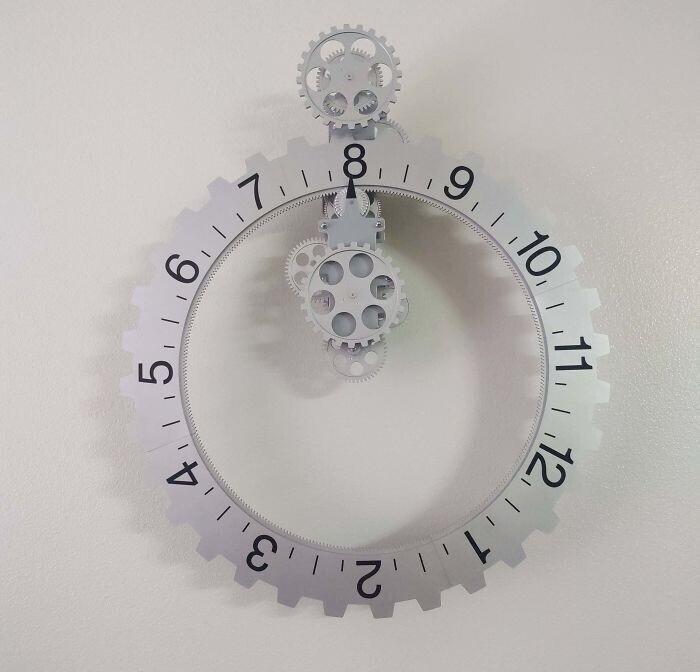 Часы, на которых двигаются цифры, а не стрелки
